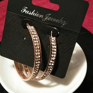 💖NWT Fashion Hoop Earrings With Crystals